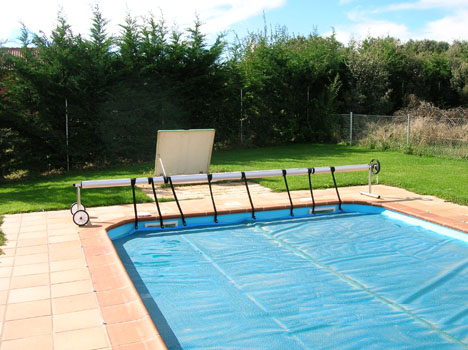 Cobertores de piscinas en madrid valladolid soria for Subir ph piscina